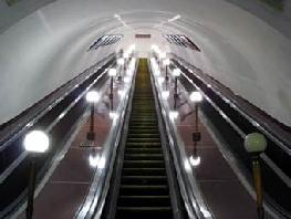 В метро чинят эскалатор
